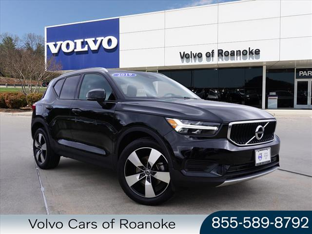 Pre-Owned 2019 Volvo XC40 T5 Momentum